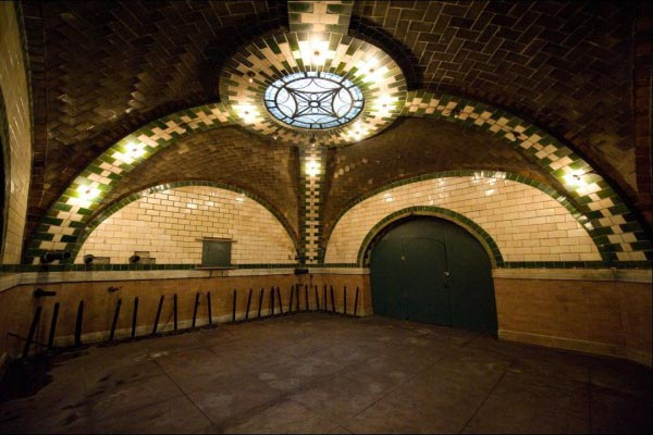 Заброшенная станция метро (2)