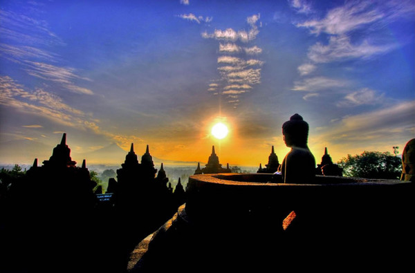 Sunrise-at-Borobudur-temple