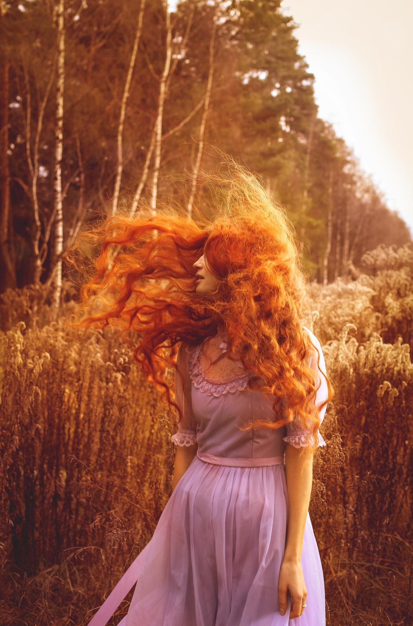 Рыжеволосая девушка со спины 12 фотография