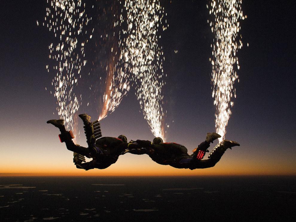 этом парашютисты в воздухе картинки опять