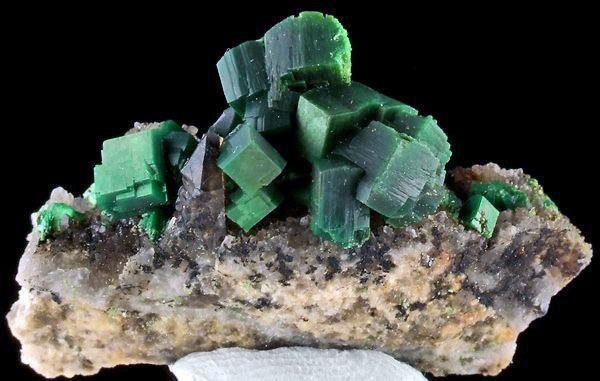 10 опаснейших минералов планеты