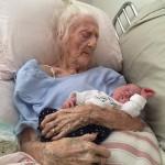Встреча прабабушки с правнучкой. Разница в возрасте более 100 лет!