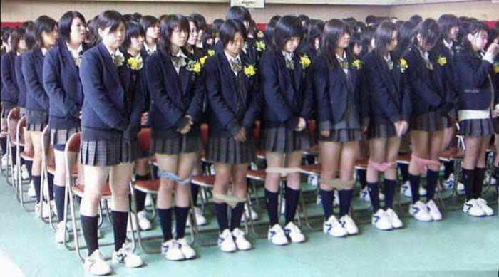 Зачем проверяют нижнее белье на японских школьницах | В мире интересного