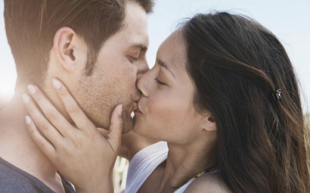 Видео поцелуи пениса
