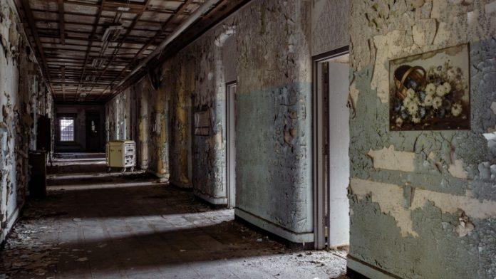 8 таинственных историй вокруг заброшенных строений (6 фото + 3 видео)