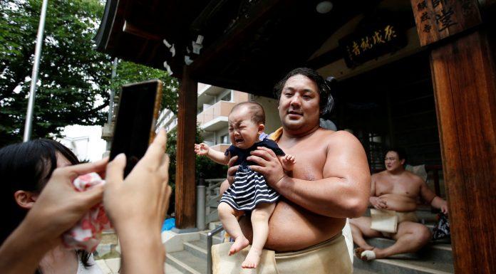 Мир японских сумоистов: редкие фото их закрытой жизни