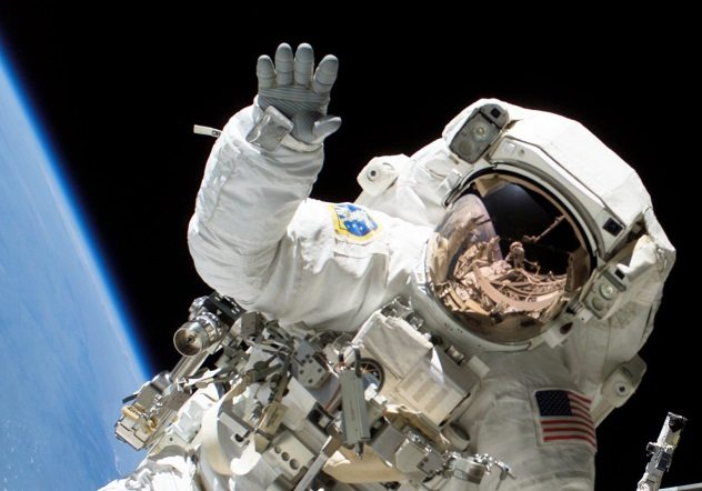 10 вещей, которые происходят с человеческим телом в космосе (10 фото)