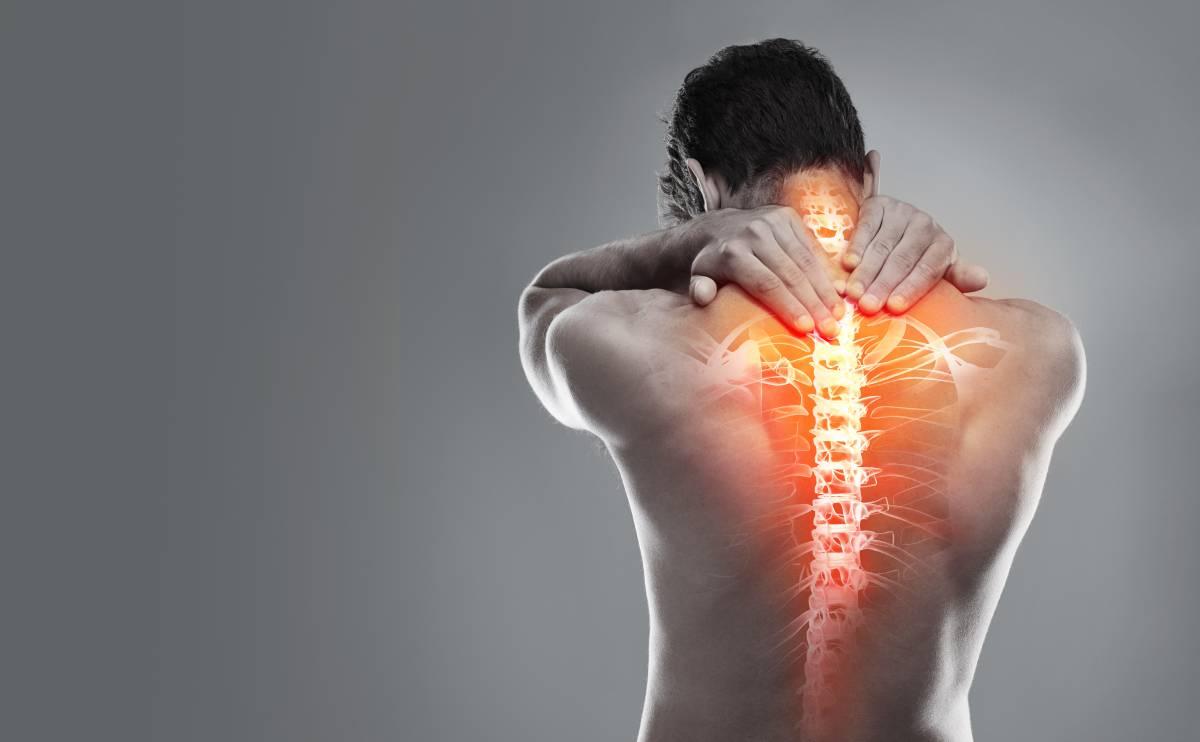 При остеохондрозе спина болит постоянно