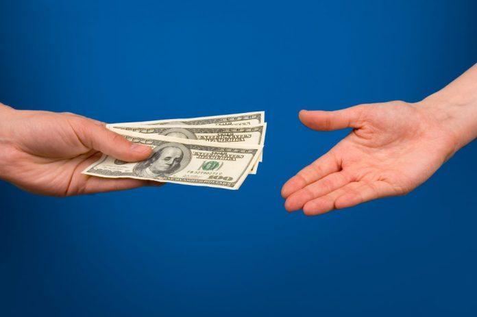 Одалживание денег родственникам и друзьям – очень неудачная идея!