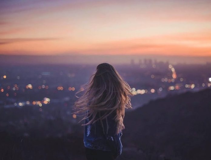 жить в одиночестве