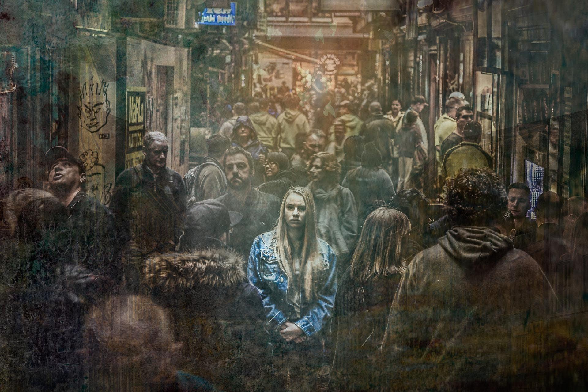 Фото одиночество среди толпы
