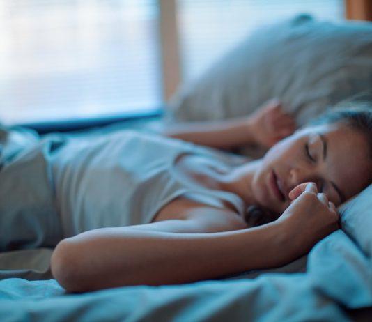 спать меньше
